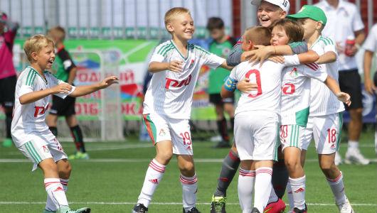 детский локомотив футбольный клуб москва