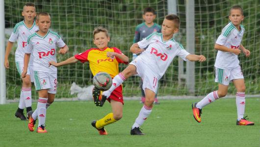 Детский локомотив футбольный клуб москва клуб opera москва